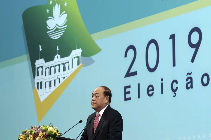 中國稱澳門是一國兩制榜樣,圖為澳門新特首賀一誠(AP)
