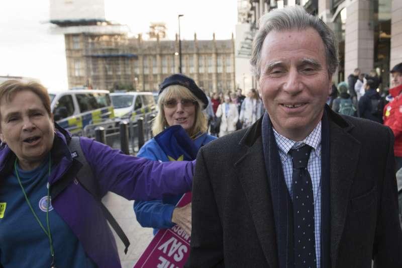 2019年10月19日,英國脫歐表決戰,提出關鍵修正案並獲通過的議員萊特溫(Oliver Letwin)(AP)