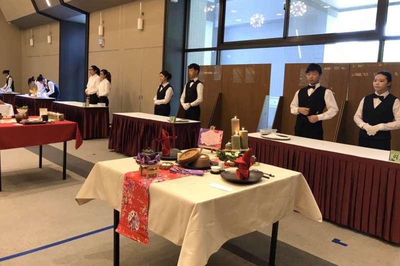 2019年陸羽盃客家茶飲暨茶餐料理國際競賽,共計有國內22所學校135位選手參與。(圖/新北市客家局提供)