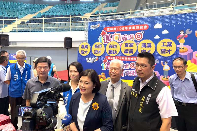 雲林縣副議長蘇俊豪(前右),22日透過媒體聯絡群組,發出聲明退出民進黨。(資料照,取自蘇俊豪臉書)