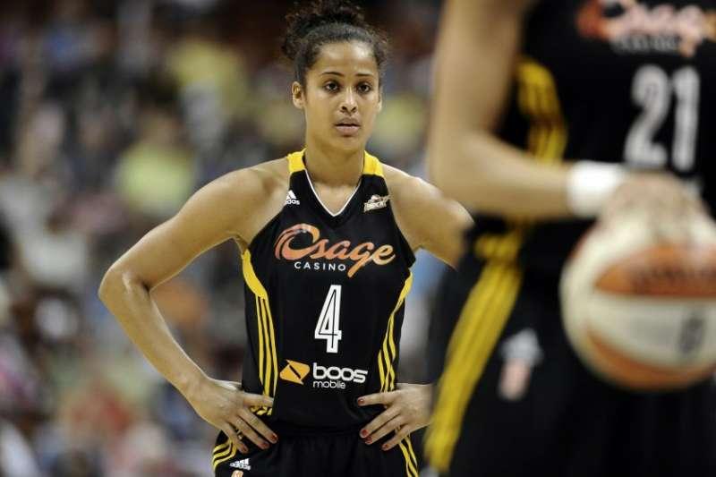 WNBA球星迪金絲史密斯受產後憂鬱症之苦。(美聯社)