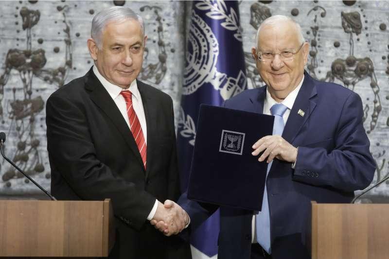 以色列總理納坦雅胡(左)把組閣權交還總統瑞夫林(資料照,AP)