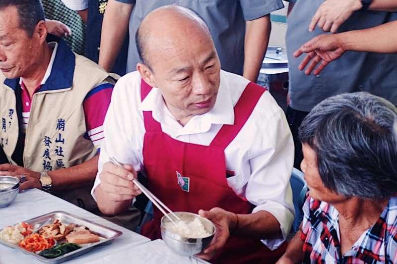 國民黨總統參選人韓國瑜(中)23日至嘉義,進行聆聽之旅。(取自韓國瑜臉書)