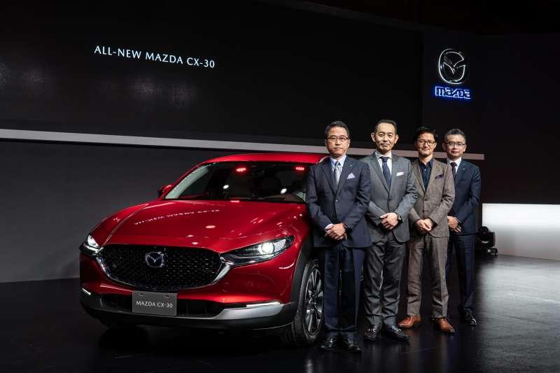 ALL-NEW MAZDA CX-30上市發表會。由左至右依序為台灣馬自達總經理三浦 忠、產品主查佐賀 上人、首席設計師柳澤 亮、台灣馬自達副總經理劉建良 (圖/台灣馬自達)
