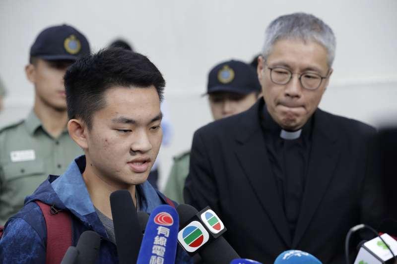 港女命案兇嫌陳同佳23日上午9時出獄,接受訪問表示,對不起社會,願意赴台「自首」。(美聯社 AP)