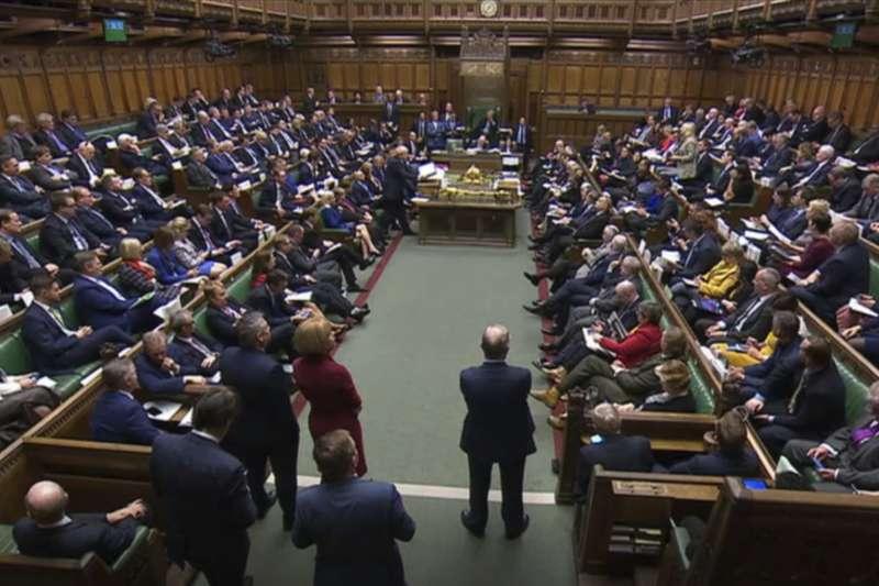 英國下議院同意強森新版《退出協議》的原則,但拒絕在3天內通過立法,脫歐勢必將延至萬聖節後。(AP)