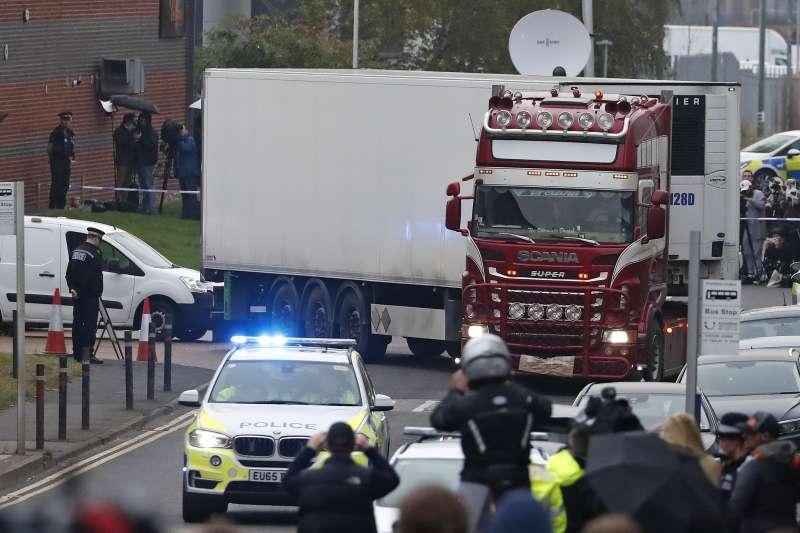 英國爆發冷凍貨櫃車偷渡案,39名非法移民死亡。(AP)