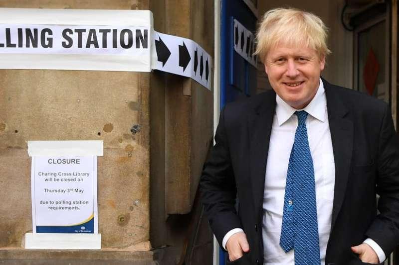 九月份,首相兩次挑戰議員想舉行大選但兩次均被否決。(BBC中文網)