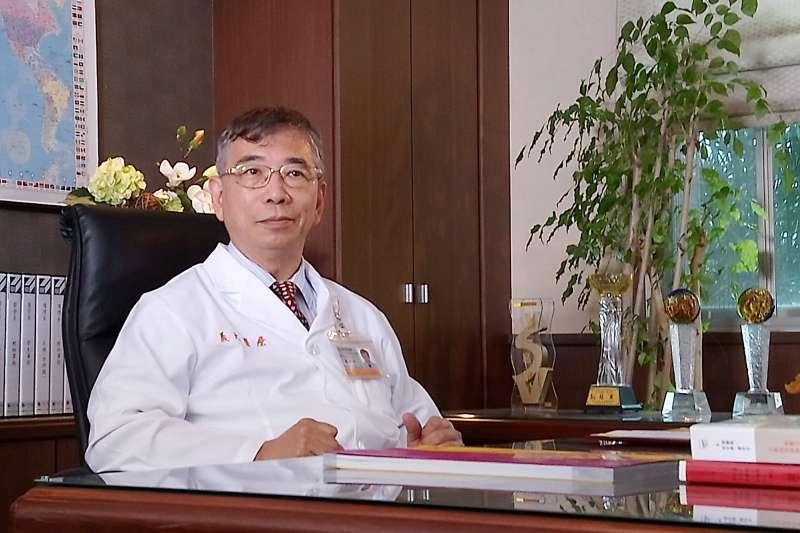 義大醫學院院長陳翰容推薦健康醫學密碼課程,認為健康很重要,要把身體顧得好,才能有效從事各方面工作。(圖/義守大學提供)