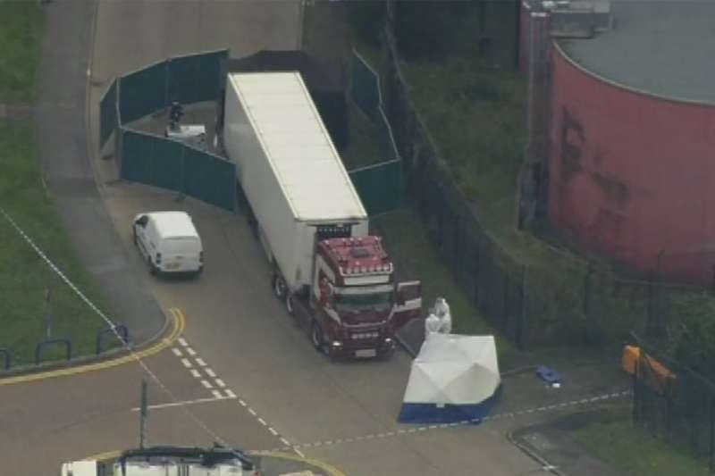 2019年10月23日,英國東南部艾塞克斯郡,來自東南歐國家保加利亞的一輛貨櫃車上藏有39具遺體(AP)