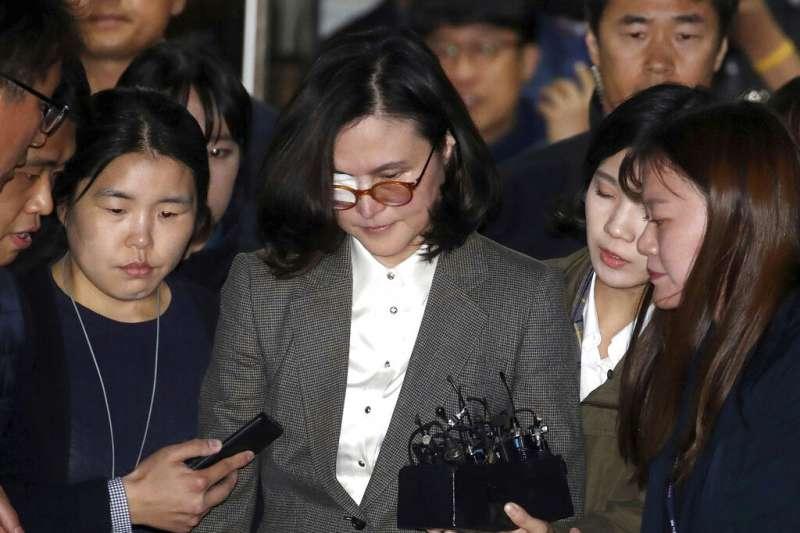 南韓前法務部長的妻子鄭敬心24日凌晨因涉嫌子女升學資料造假、參與運作私募基金,遭到檢方逮捕。(美聯社)