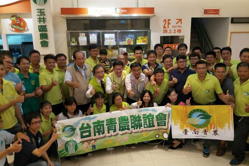 農委會及台南市政府在今年6月於玉井區農會舉辦台南青農聯誼會。(圖/農委會提供)