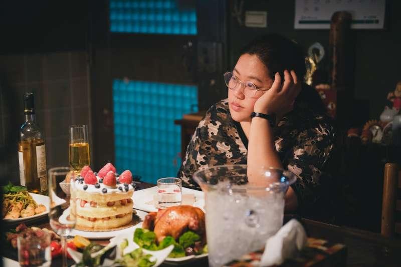 蔡嘉茵從小喪父,卻也因此成為特別獨立、能照顧人的女孩(圖/電影《大餓》粉專)