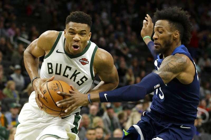 美國職籃NBA「字母哥」安特托昆博今天拿下30分、13籃板、11助攻的「大三元」力壓火箭哈登。(資料照,美聯社)