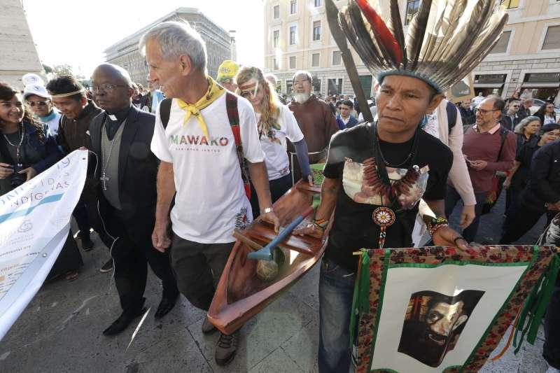 10月19日,亞馬遜原住民前往梵蒂岡(美聯社)