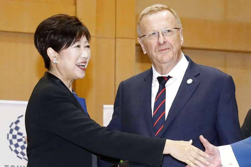 國際奧會協調委員會主席柯茲(John Coates)與東京都知事小池百合子。(美聯社)