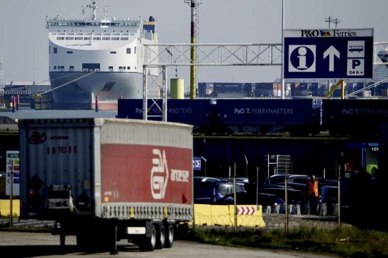比利時西部港口澤布呂赫(Zeebrugge)。英國發現39具偷渡客屍體的冷凍貨櫃就是從這裡送出,但並非唯一轉運地點。(AP)