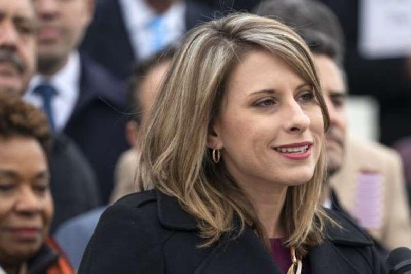 希爾承認競選國會議員時曾經與一名女性競選團隊成員有染,但否認當選議員後有任何不當行為。(BBC中文網)