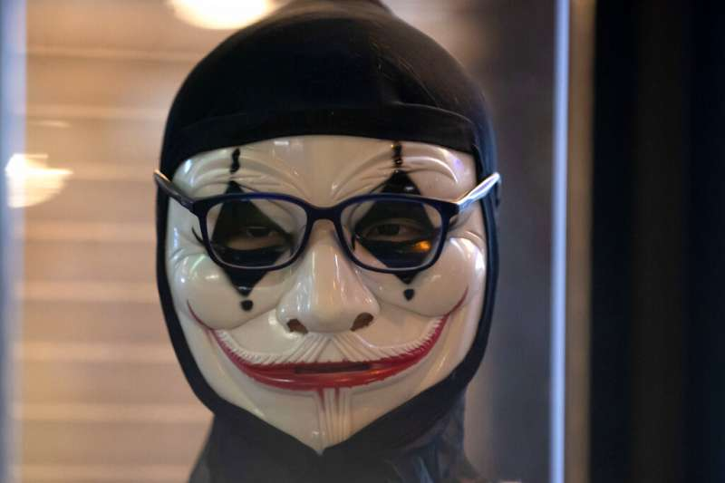 香港抗議中,有零星示威者帶上小丑面具。(AP)