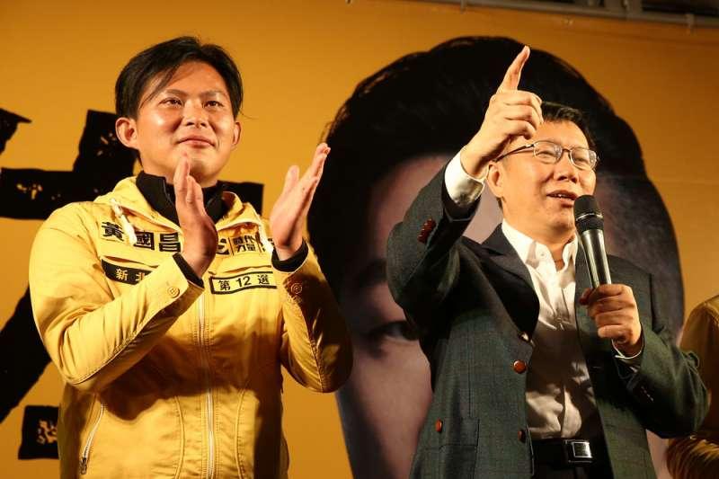 黃國昌(左)與柯文哲(右)將有機會在11月初夜宿東區行動中再度同框。(新新聞資料照)