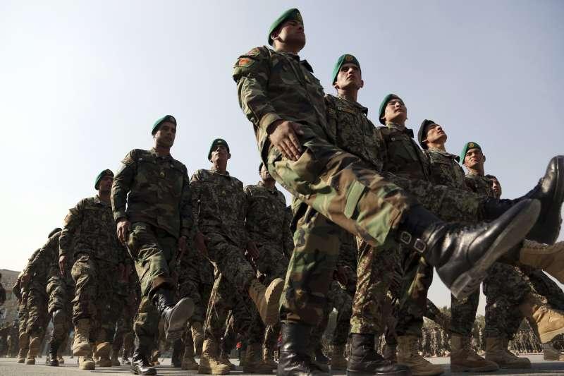 美國中央情報局(CIA)扶植的準軍事部隊不受阿富汗國軍監管,圖為阿富汗國軍士兵(AP)