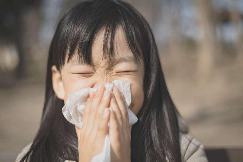 如果沒有及時處理,鼻息肉會一直長大,可能脹滿鼻腔,影響呼吸。(示意圖非本人/pakutaso)