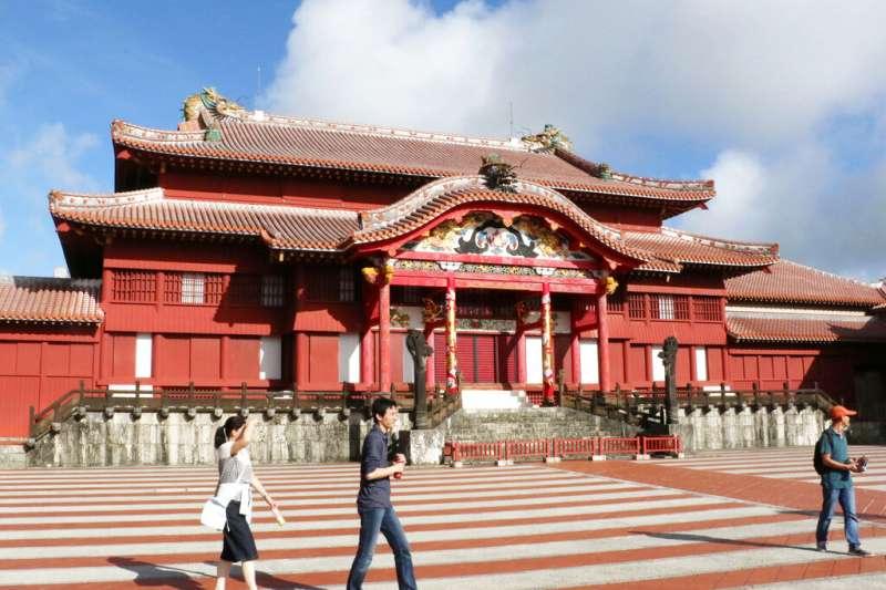 首里城是琉球王國的王宮,也是沖繩著名的歷史旅遊景點。(美聯社)