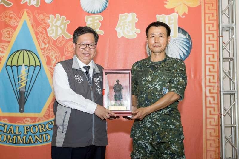 20191031-陸軍澎湖防衛指揮部參謀長張宗才(右)少將,將接任陸軍指參學院院長郭力升少將留下的院長職缺。(桃園市政府提供)