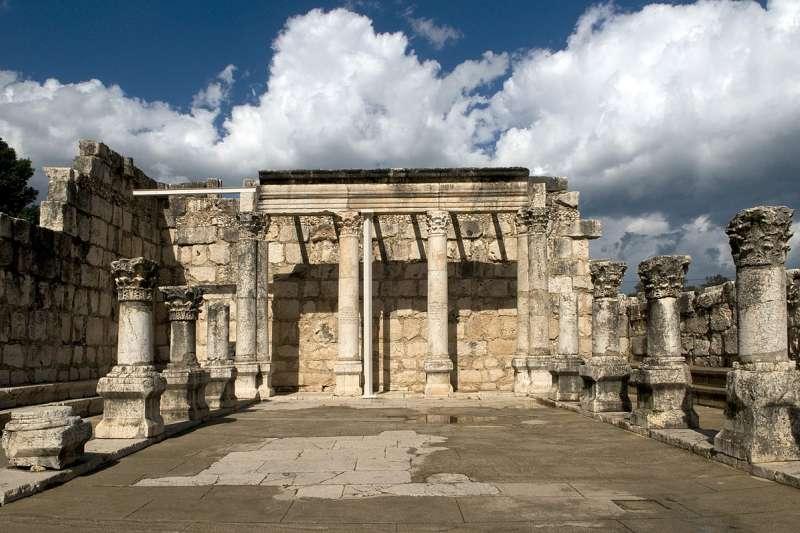 迦百農會堂遺址。據稱耶穌開始傳道時,即遷居此地。(Eddie Gerald @Wikipedia/ CC BY 3.0)