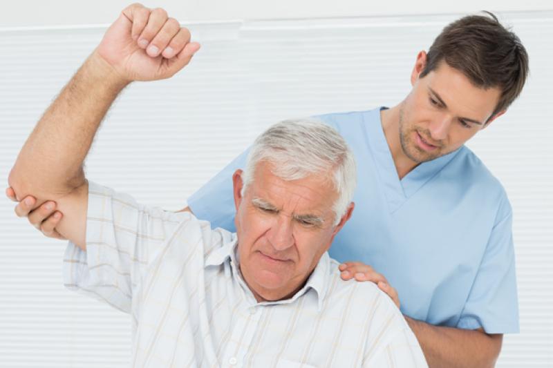 圖:肩關節疼痛是中老年人常出現的疼痛症狀(圖/sessionschiropractic)