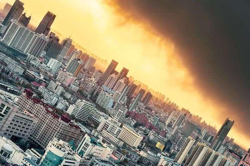中國經濟成長放緩加上緊縮房地產融資,導致今年來已有超過四百家開發商倒閉(圖片來源:鳳凰網)