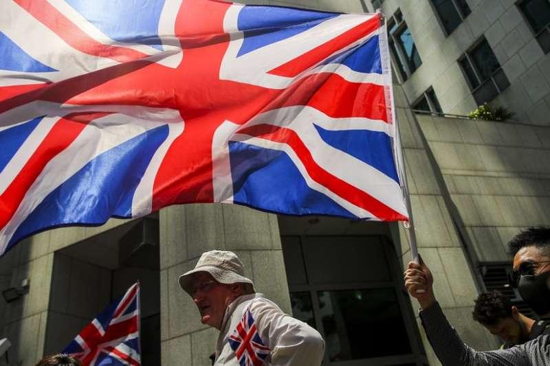 香港近月的示威浪潮中,偶然可看見示威者揮舞英國國旗,要求英國向中國和香港政府施壓。(BBC中文網)