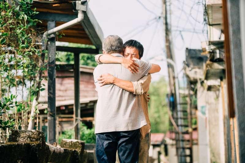 張作驥電影《那個我最親愛的陌生人》劇照,張曉雄。(海鵬影業提供)