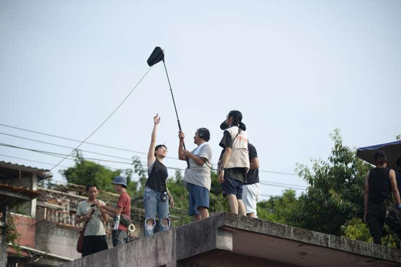 張作驥電影《那個我最親愛的陌生人》工作照,劇組人員。(海鵬影業提供)