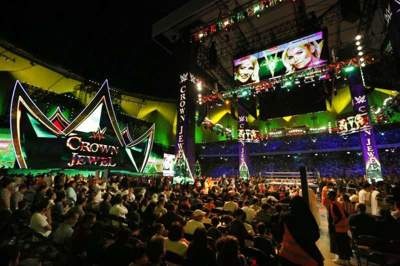 WWE於沙國首都利雅德的法赫德國王國際體育場舉辦比賽。(美聯社)