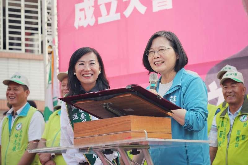 總統蔡英文2日下午前往台南,出席民進黨立委參選人林宜瑾競選總部成立大會。(蔡英文競選辦公室提供)