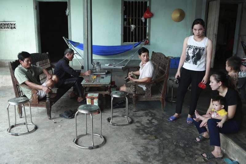 屍速貨櫃車慘案:與黃文捷同行的還有他的表親阮文洪,但兩人目前均音訊全無。(AP)
