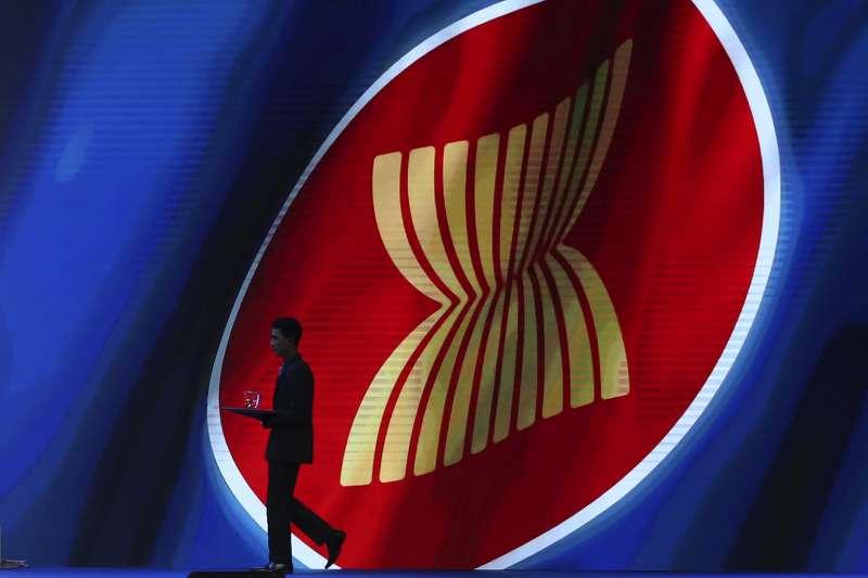 新加坡和印尼均認為,東協具有優勢,不用在中國和美國之間二選一。圖為東協標誌(資料照,AP)