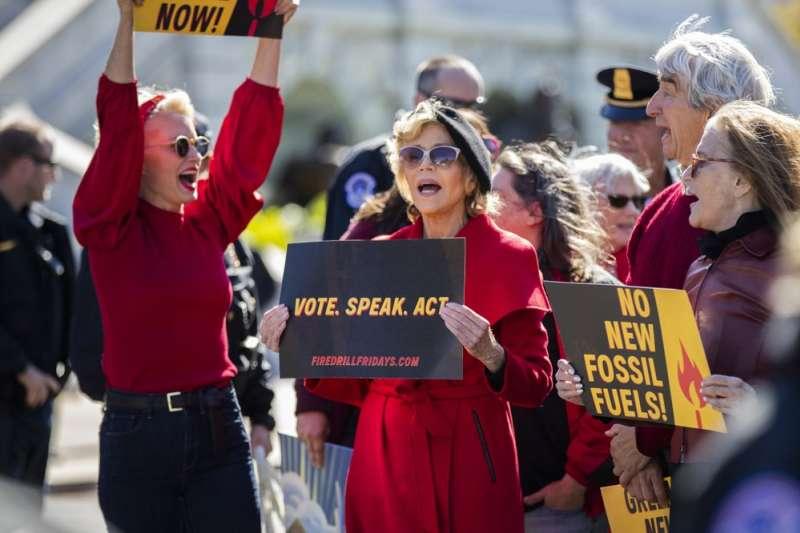 2019年10月,好萊塢影星珍芳達因參與氣候變遷抗爭被捕入獄。(AP)