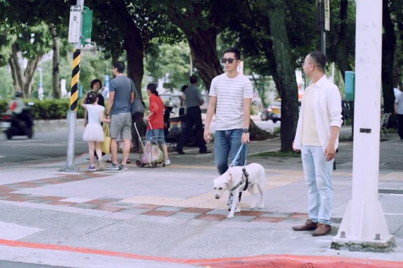 中華民國身心障礙聯盟近日推出3支「我看見」短片,主題分別是「存在」「距離」和「夢想」,邀多名障礙者「演出」真實的生活景況。(圖/ 中華民國身心障礙聯盟@youtube)