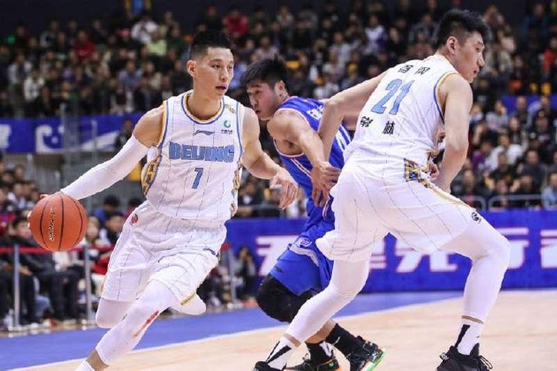 台北市議員鍾小平表示,球星林書豪(左)拿到中華民國護照後,有機會為中華隊效力。(取自CBA微博)