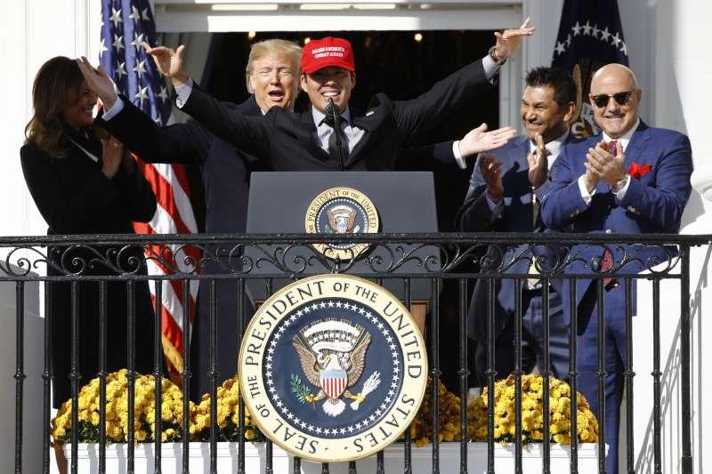 雖然國民有多位球員選擇缺席白宮的慶祝儀式,但仍有球員為獲川普接見而感到高興。 (美聯社)