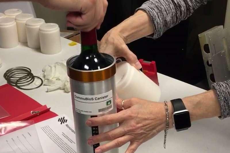 一批波爾多紅酒跟著天鵝座號被送上國際太空站,預計熟成一年。(美聯社)
