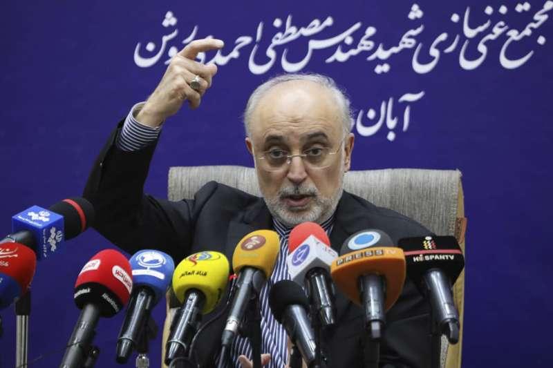 伊朗原子能組織(AEO)首長沙列西(Ali Akbar Salehi)宣布增加濃縮鈾產能,再次背離限核協議。(AP)