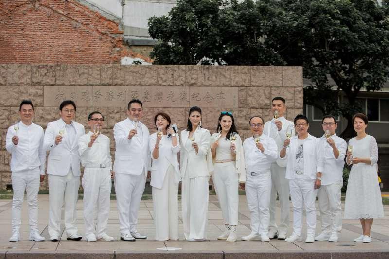 白色野餐參加者必須以全白服裝出席,傳遞對品味生活的堅持(圖/璐露野)