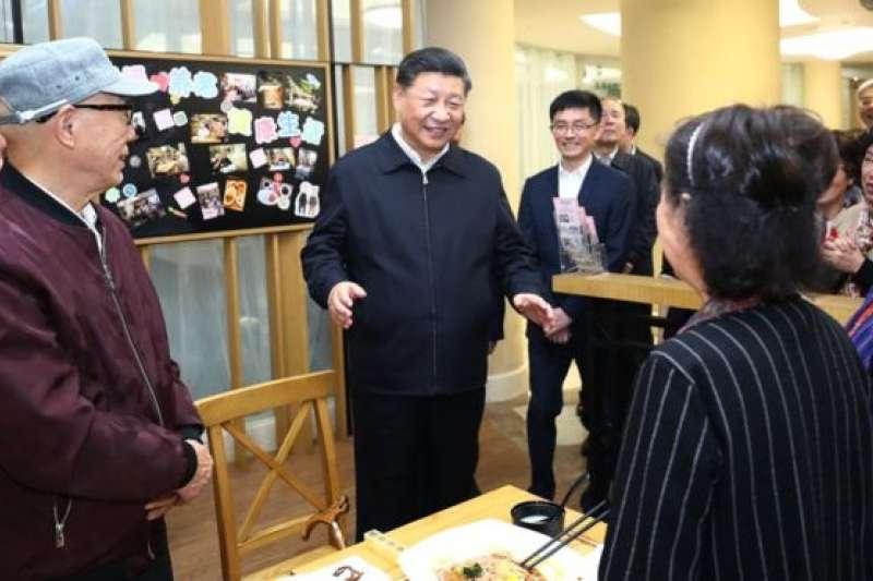 習近平在古北市民中心。(新華社/BBC中文網)