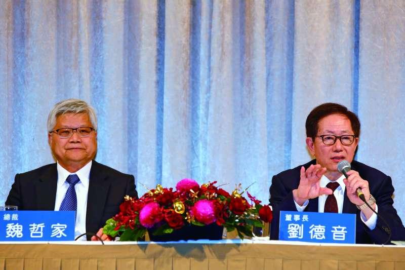 魏哲家(左)表示,台積電快速和解,是為了不讓客戶困擾。(郭晉瑋攝)