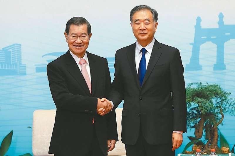 中國政協主席汪洋出席2019兩岸企業家紫金峰會,提出惠台26項。圖為汪洋會見前副總統蕭萬長一行。(中新社)