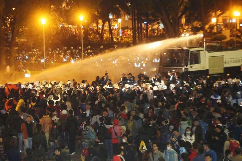 318學運期間攻占行政院事件,法官判決傾向抗議者,引發爭議。(柯承惠攝)