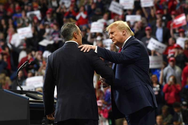 美國總統川普親臨肯塔基州,為現任州長貝文(Matt Bevin)造勢,但最後仍功虧一簣。(美聯社)